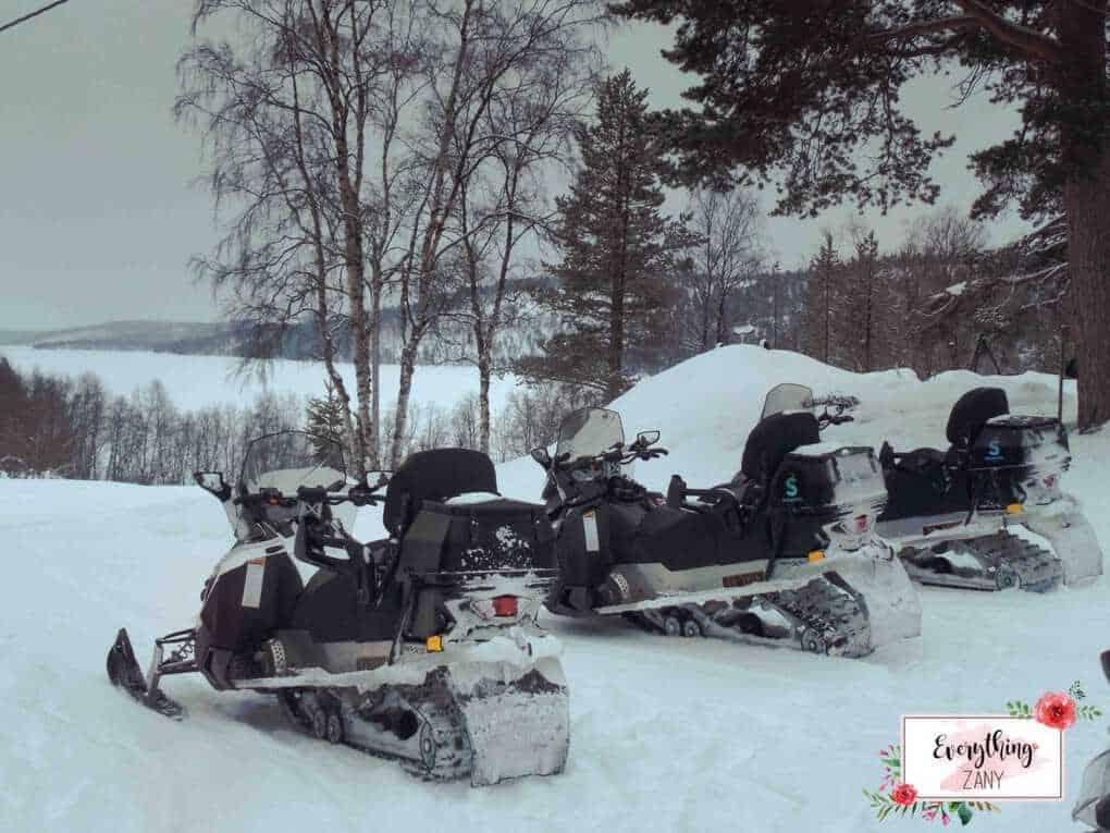 Kirkenes Snow Hotel: Snowmobile in the Arctic Lake