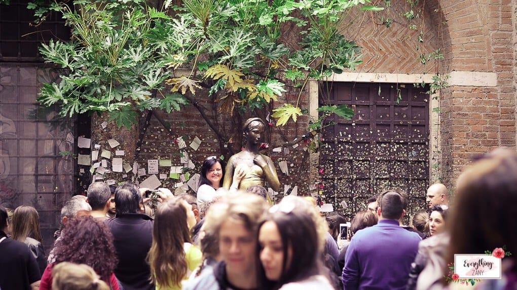 House of Juliet in Verona Crowd