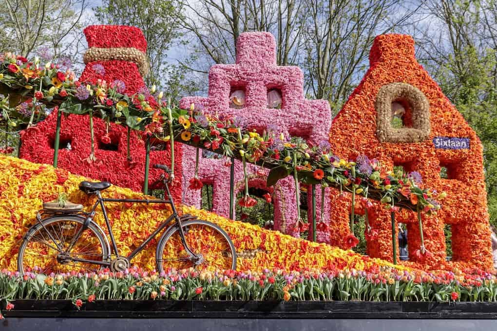 Flower float with iconic dutch apartments