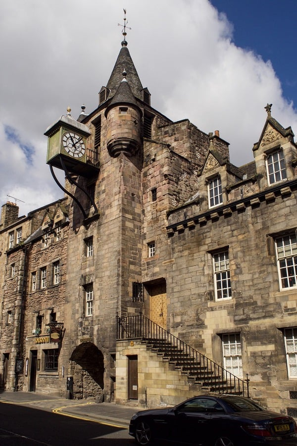 What to see in Edinburgh: The Tollgate in Royal Mile Edinburgh