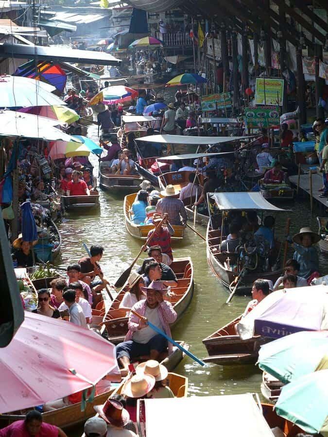 damnoen saduak floating market in Bangkok thailand