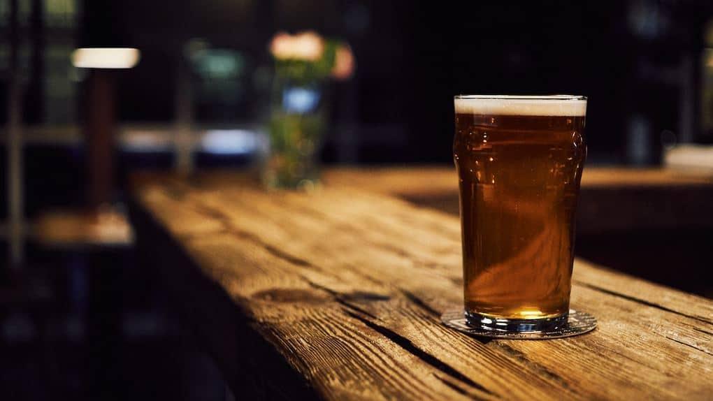 Bitter IPA British pub drinks